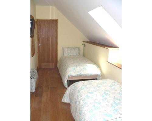 Ysgubor Mawr Twin-bedded room